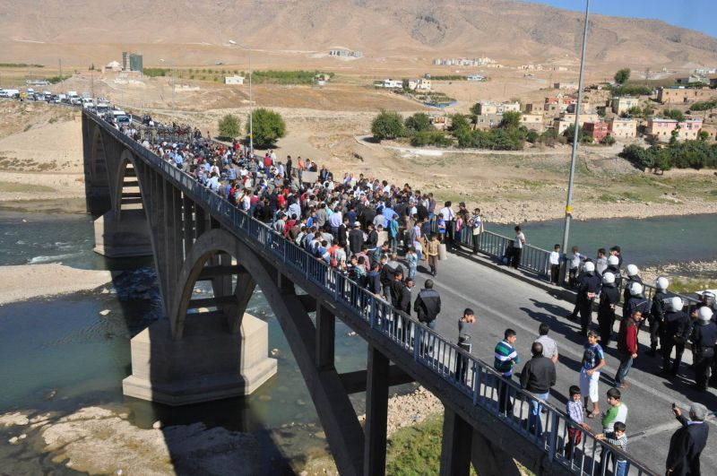 Road blockade by inhabitants of Hasankeyf against Ilisu Dam